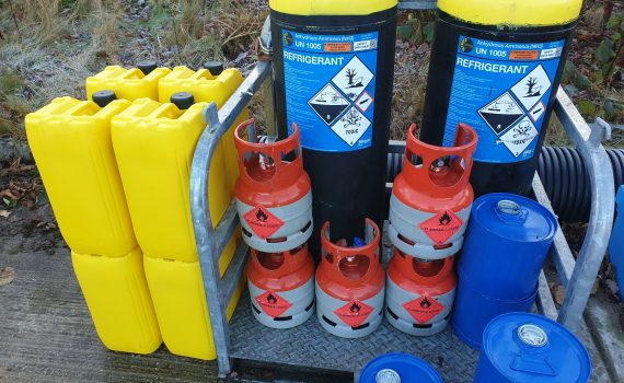 Yellow oil drums, ammonia refrigerant cylinders and flammable flushing agent of chiller supplier
