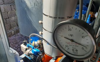 2 Torr showing on a gauge during process chiller vacuum service