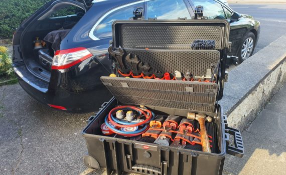 Chiller fault finding & diagnosis tool case and car boot