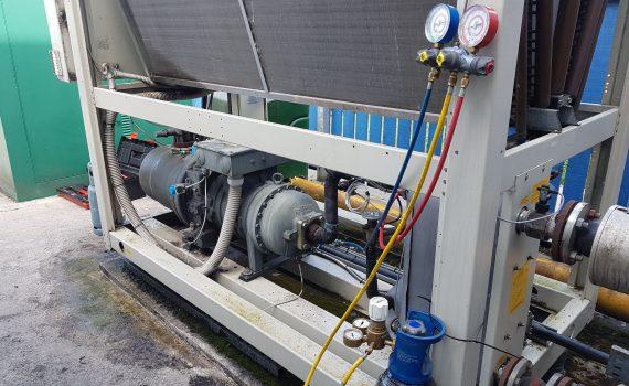 Nitrogen cylinder and regulator with gauges attached for f-gas chiller leak testing
